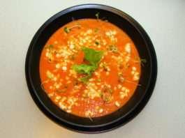 chłodnik pomidorowy z serkiem wiejskim