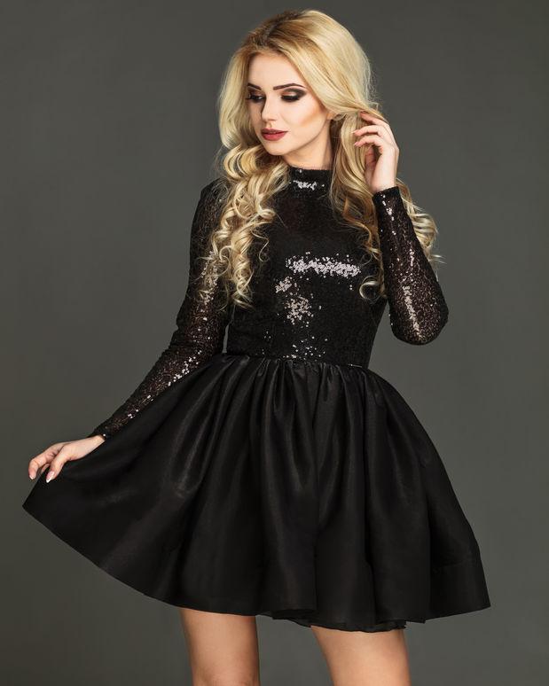 cd0b7903a4 Proste czy rozkloszowane  Dobierając sukienkę na sylwestra ...