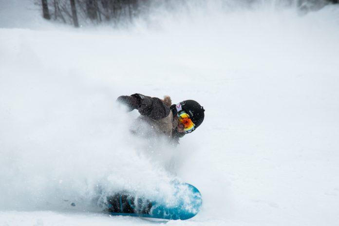 Dziecko na obozie narciarskim