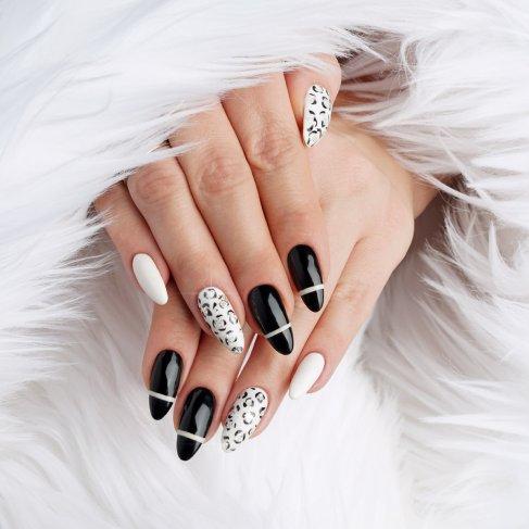 Paznokcie hybrydowe z brokatem – elegancki black & white