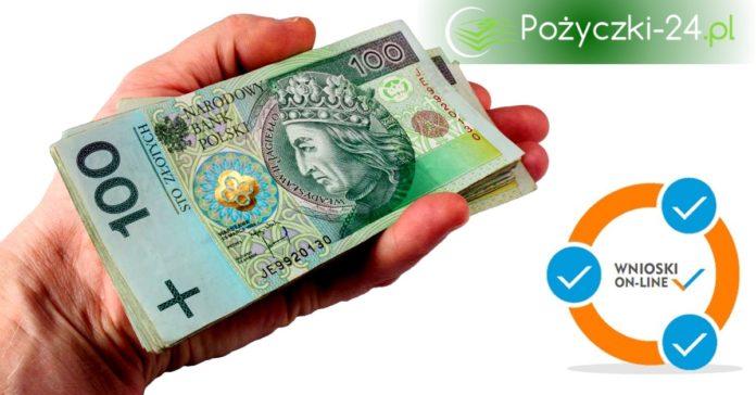 Plik banknotów 100 zł na dłoni