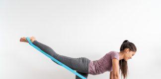 Ćwiczenia na macie na uda