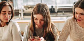 śledzące aplikacje mobilne