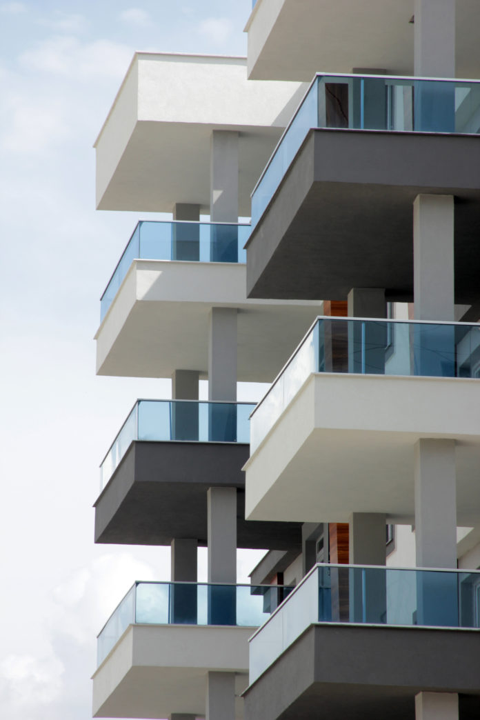 Dużo balkonów w bloku