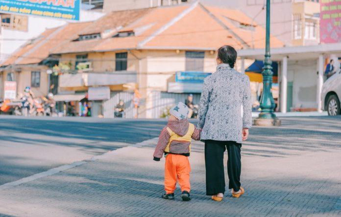 Babcia na spacerze