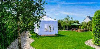 Biały namiot ogrodowy
