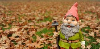 krasnal ogrodowy jesienią