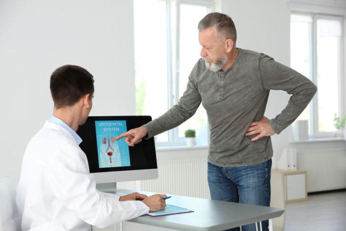 Mężczyzna na wizycie u urologa