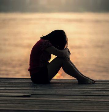 dziewczyna z zespołem stresu pourazowego