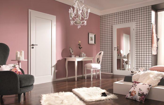 sypialnia z lustrem