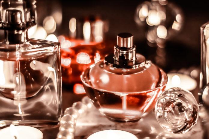 Karafki luksusowych perfum