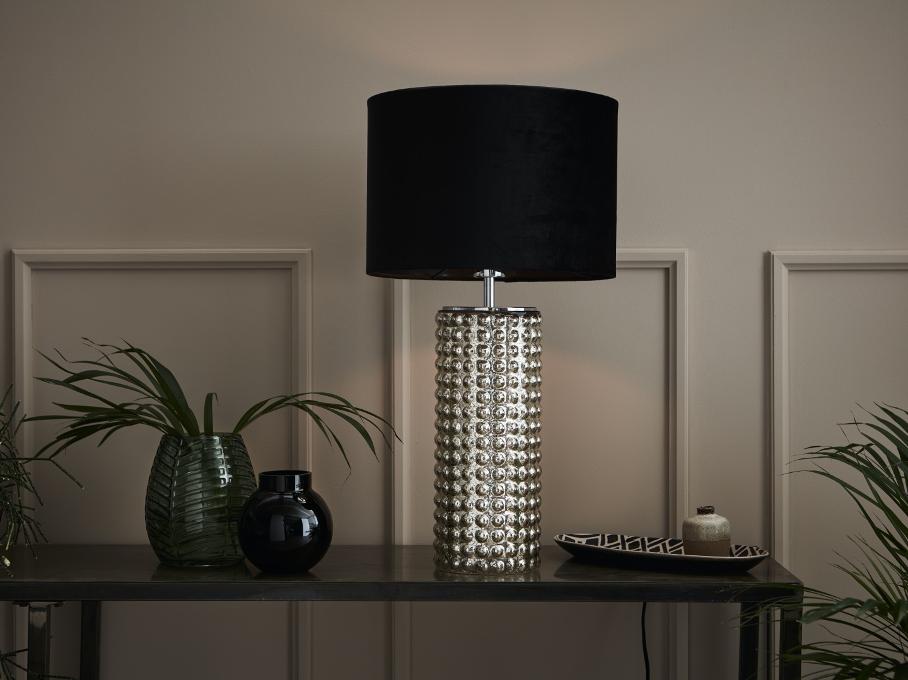 klimatyczna lampa w salonie