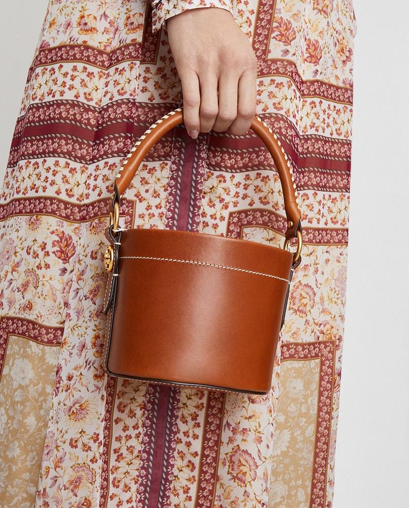 torebka bucket od amerykańskiej projektantki Tory Burch