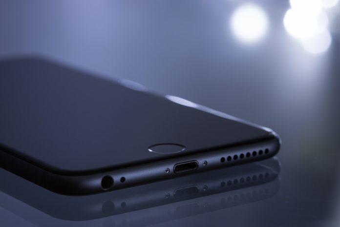 apple telefon na stole