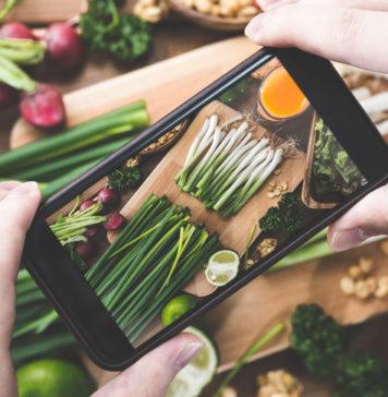 robienie jedzeniu zdjęć smartfonem