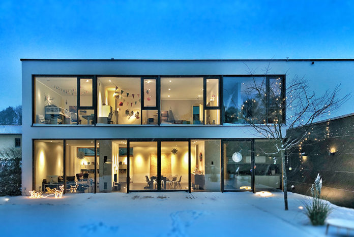 smart oświetlenie w eleganckim inteligentnym domu