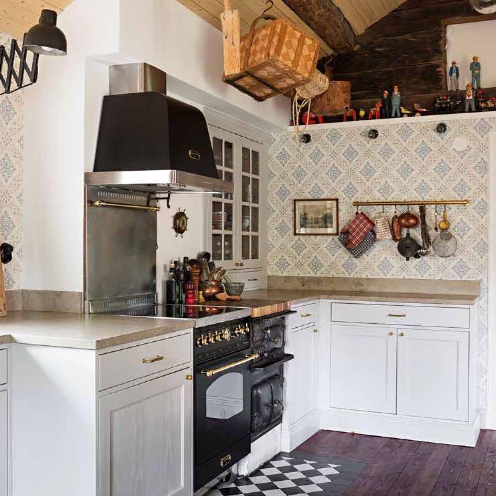 kuchenka wolnostojąca w rustykalnej kuchni