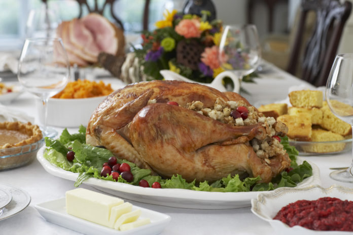 wykwintny obiad na stole