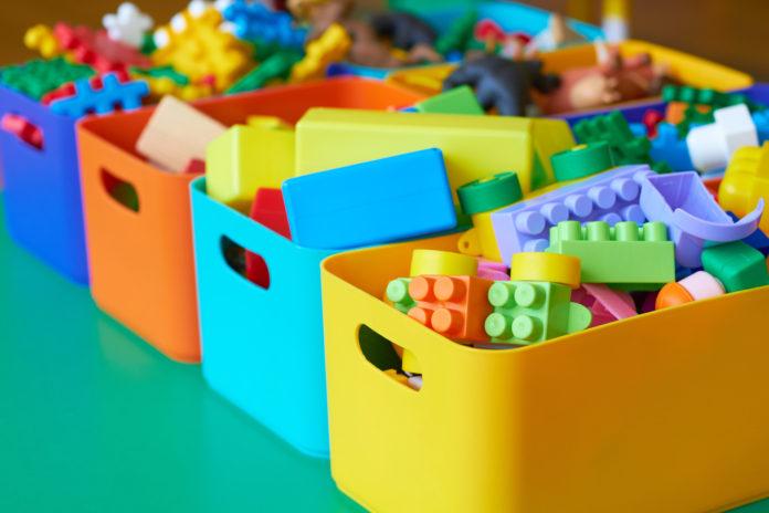 zabawki klocki w kolorowych pudełkach