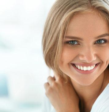 uśmiechnięta piękna kobieta