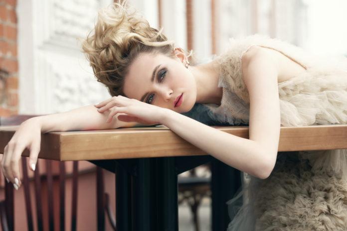 modelka podczas sesji fotograficznej