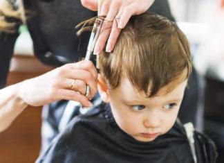 przedszkolak u fryzjera