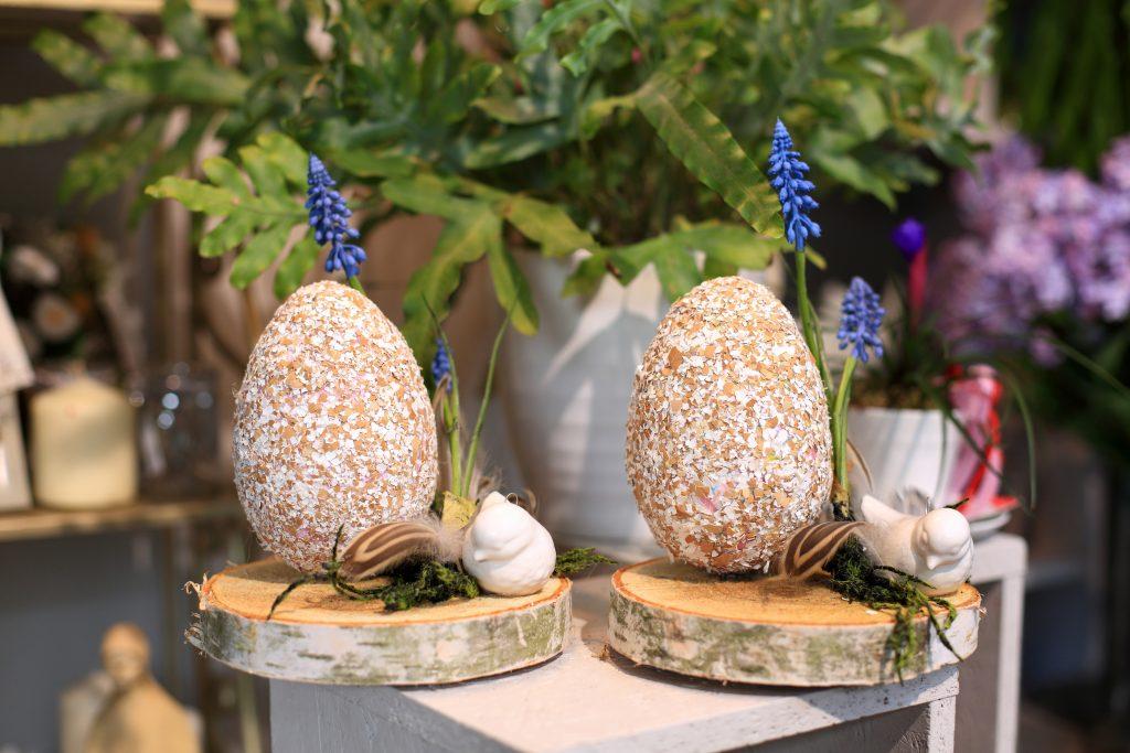 Jaja duże Wielkanocne, stroik, dekoracja w kwiaciarni.