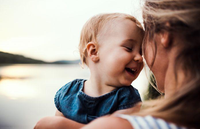 zbliżenie matka z dzieckiem