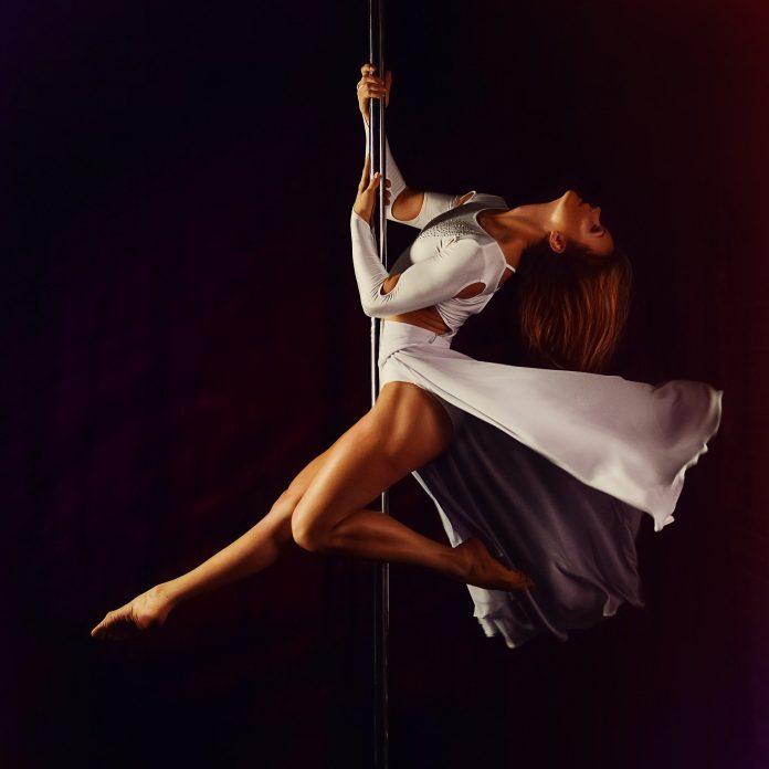 kobieta pole dance