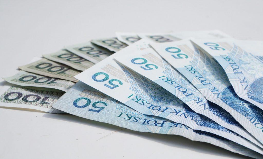 banknoty 50 i 100złotowe z pożyczki online
