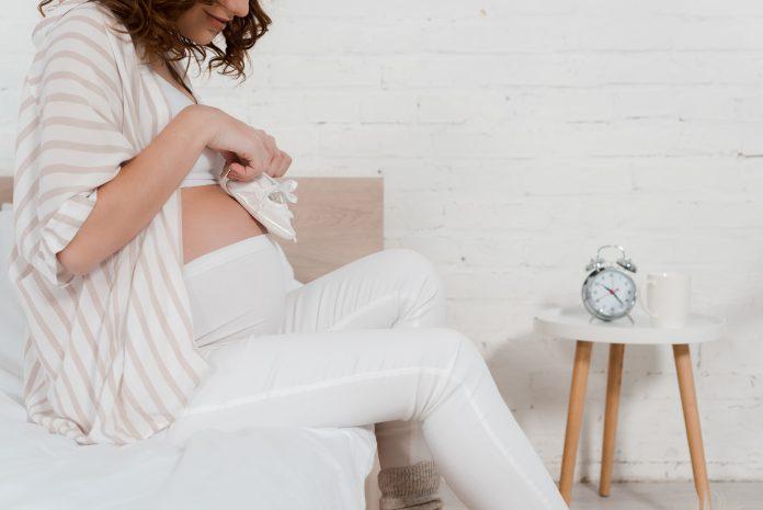 kobieta w ciąży buciki