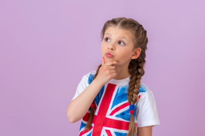 dziewczynka koszulka z flagą brytyjską