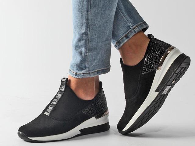 sportowe sneakersy