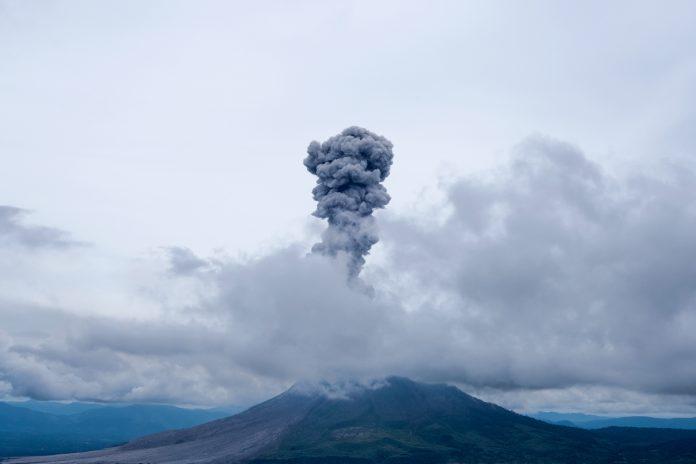 Wulkan Sinabung w Indonezji